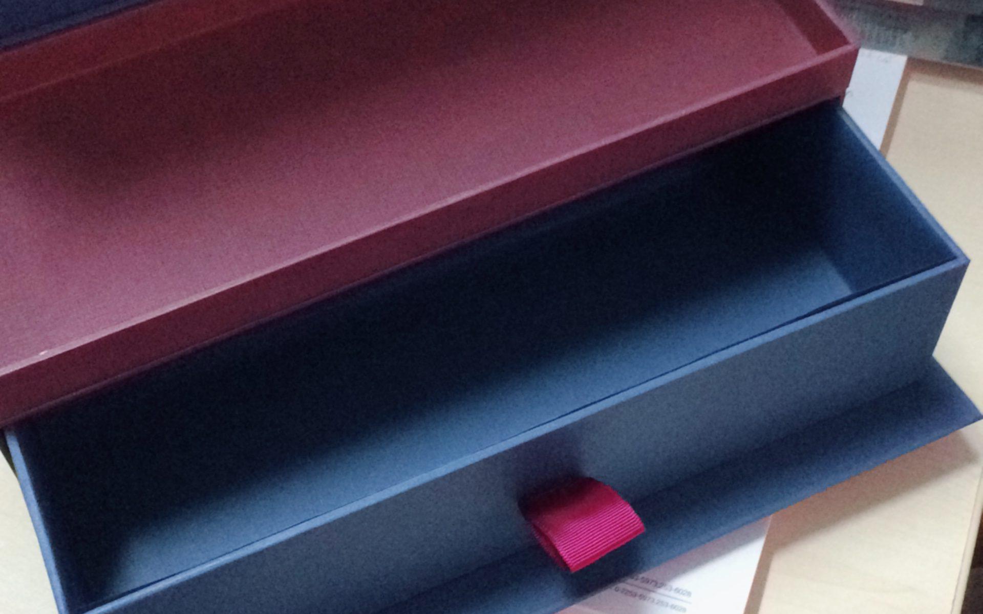 กล่องกระดาษแข็งจั่วปังรูปทรงลิ้นชัก